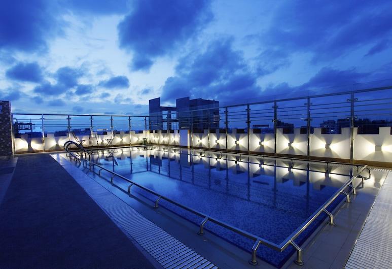 Platinum Grand, Dhaka, Pool auf dem Dach