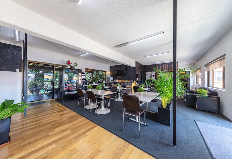 Ascot Budget Inn & Residences, Ескот, Лаундж у вестибюлі