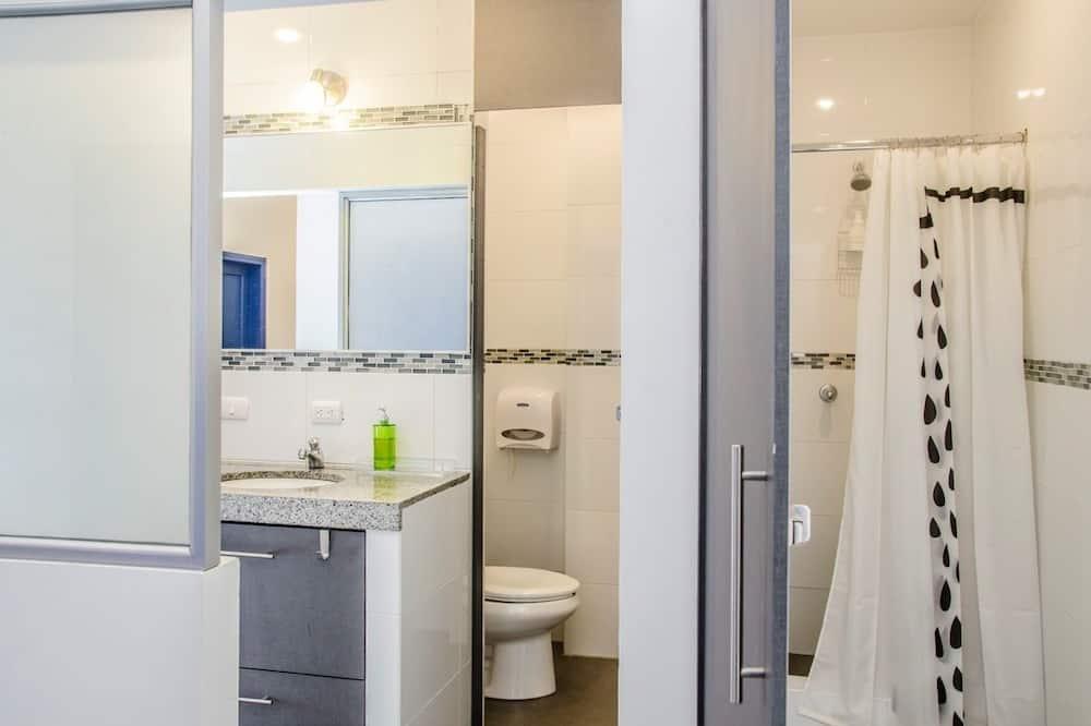 Štandardná štvorposteľová izba, 1 spálňa - Kúpeľňa
