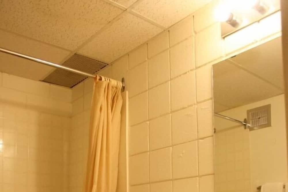 Huone, 1 keskisuuri parisänky, Jääkaappi ja mikroaaltouuni, Vuoristonäköala - Kylpyhuone