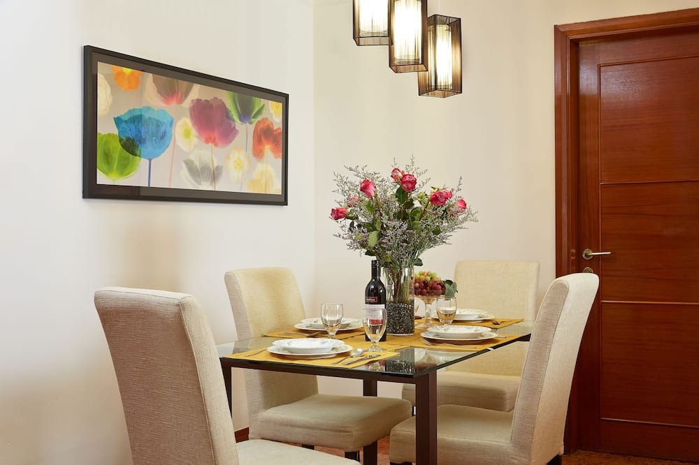 Lägenhet - 2 sovrum (Breakfast on weekdays only except P.H) - Matservice på rummet