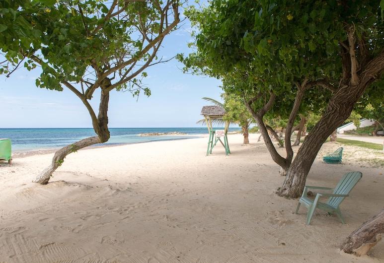 Seacastles Exora Beach Suite, Montego Bay, Strand