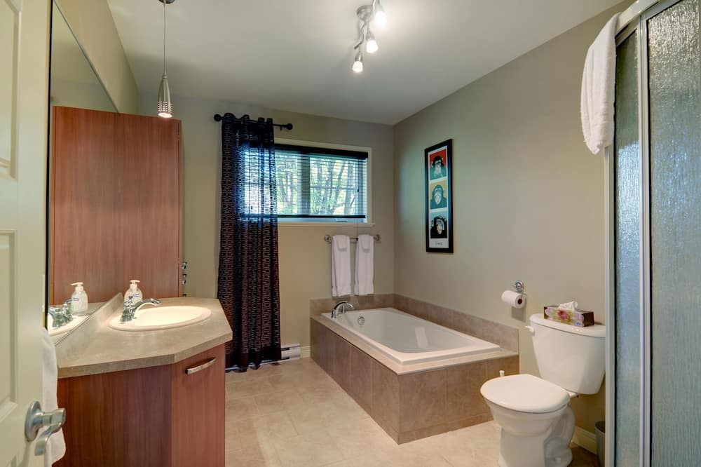 Cottage, 4 Bedrooms, 8 Double Beds - Bathroom