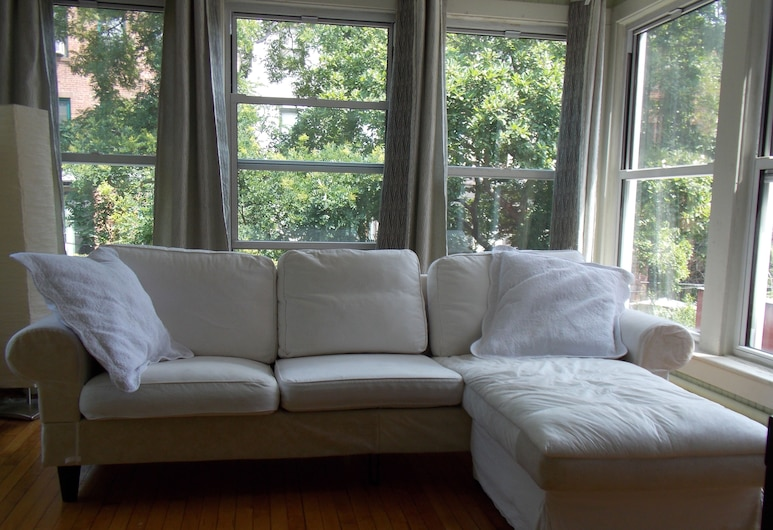 Serenity at Home Guest House, Brooklyn, Romantic Suite, 1 Bedroom, Living Area