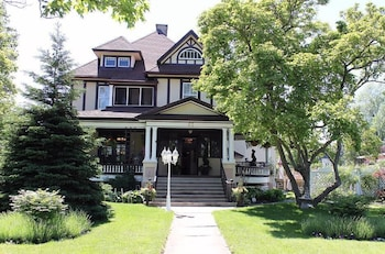 Picture of At Home B&B at Rose Manor by Elevate Rooms in Welland