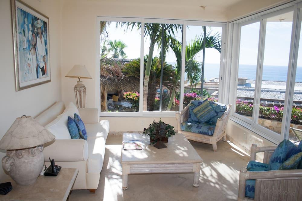 Luxury Villa, 4 Bedrooms, Ocean View - Living Area