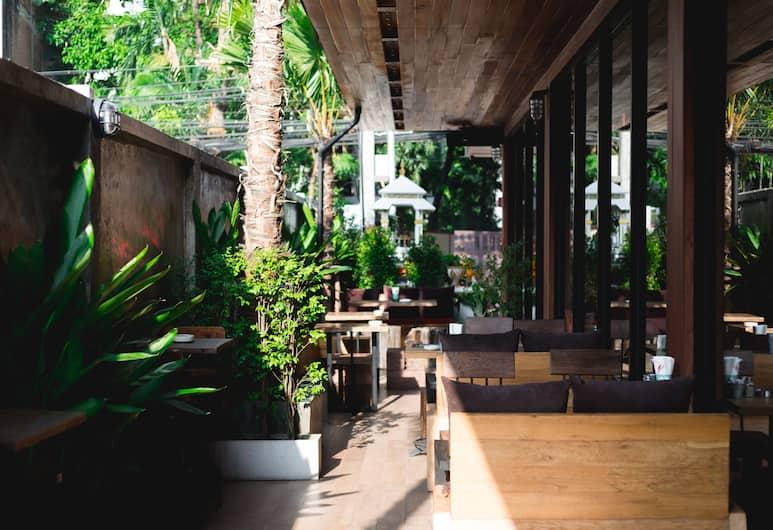 Adelphi Forty-Nine, Μπανγκόκ, Γεύματα σε εξωτερικό χώρο