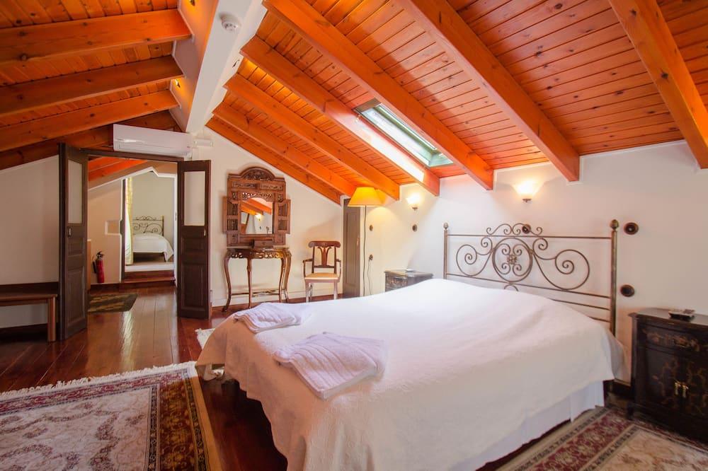 Suite (Top Floor) - Guest Room