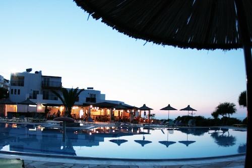 塞米拉米斯村酒店