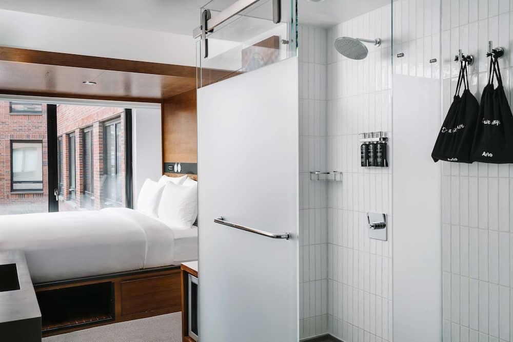 1 King Bed (Courtyard) - Bathroom