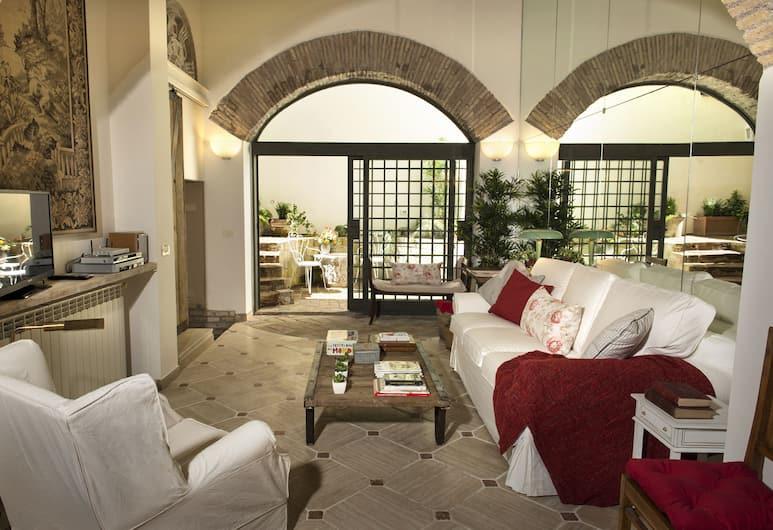 RSH Trastevere Apartments, Rome, Apartment, 2 Bedrooms, Patio (Via di San Francesco di Sales, 72), Living Room