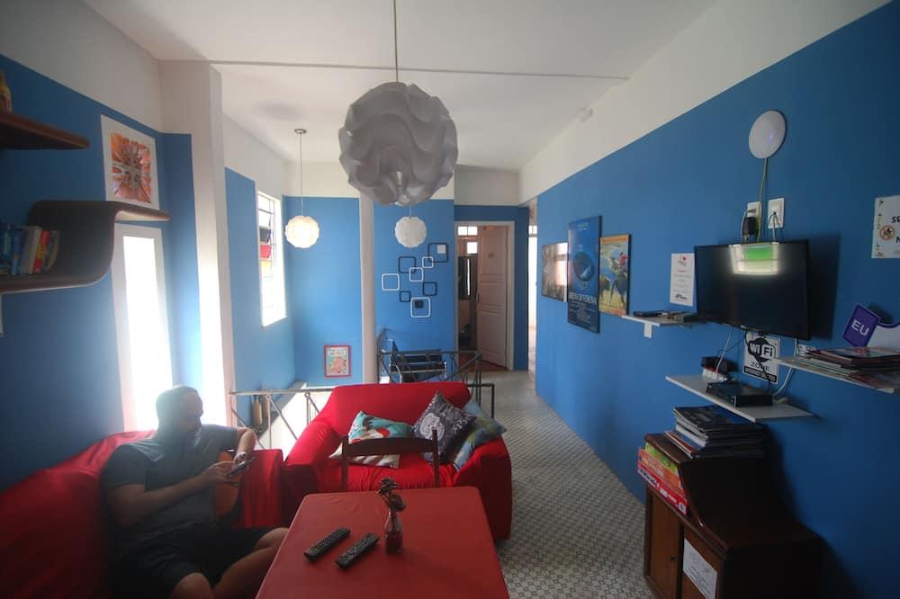 غرفة اقتصادية بسريرين فرديين - سريران فرديان منفصلان - منظر للحديقة - في منطقة الفناء - منطقة المعيشة