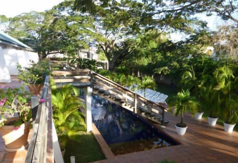 Summerland Suites, Crown Point, Property Grounds