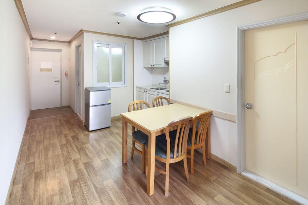 Habitación familiar (Double bed or Ondol randomly assigned) - Servicio de comidas en la habitación