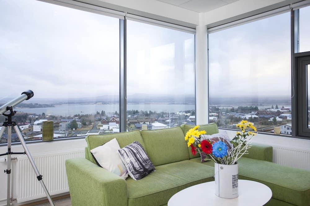 Deluxe Studio, Mountain View - Living Area