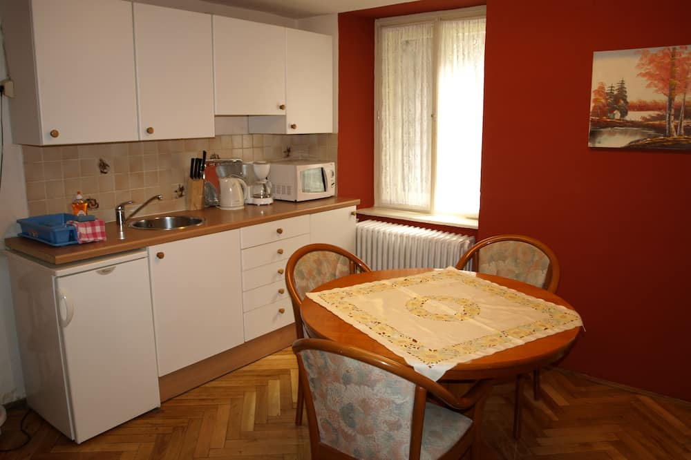 Studio, Courtyard Area (Apartment) - In-Room Dining