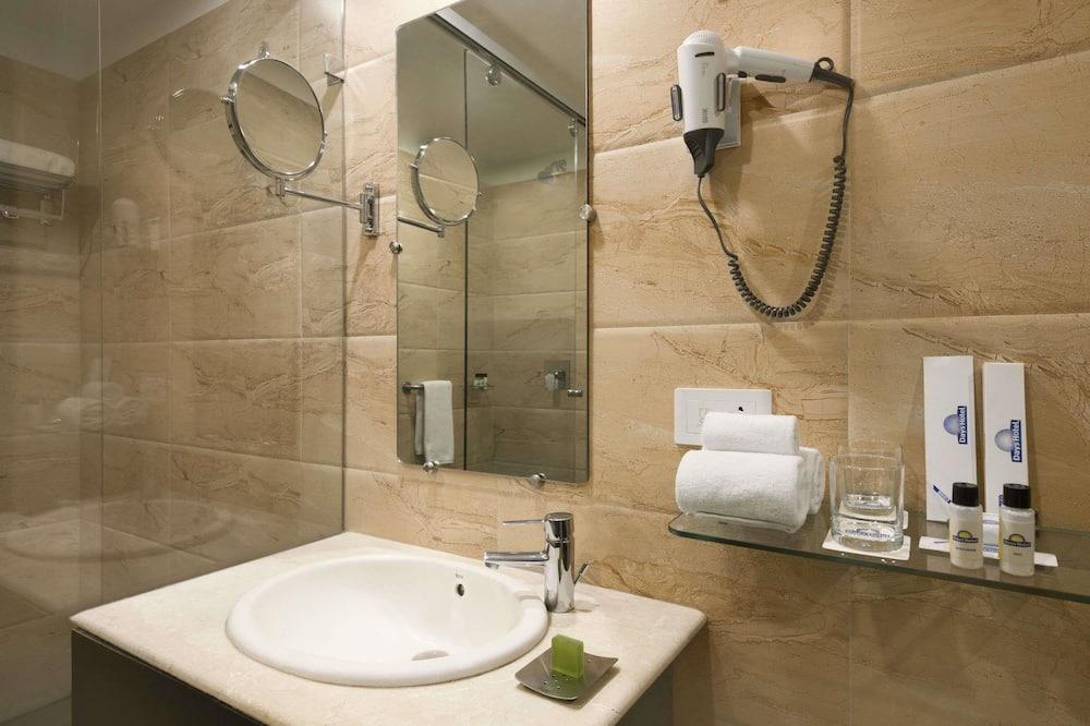 חדר אקזקיוטיב, מיטת קינג, ללא עישון - חדר רחצה
