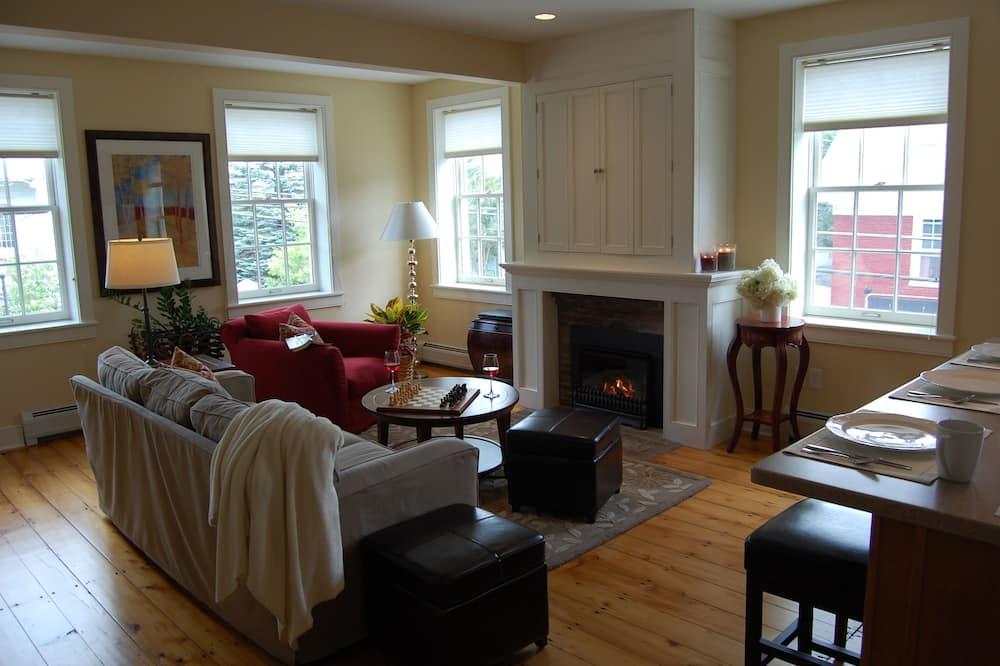דירה, 2 חדרי שינה, אח - סלון