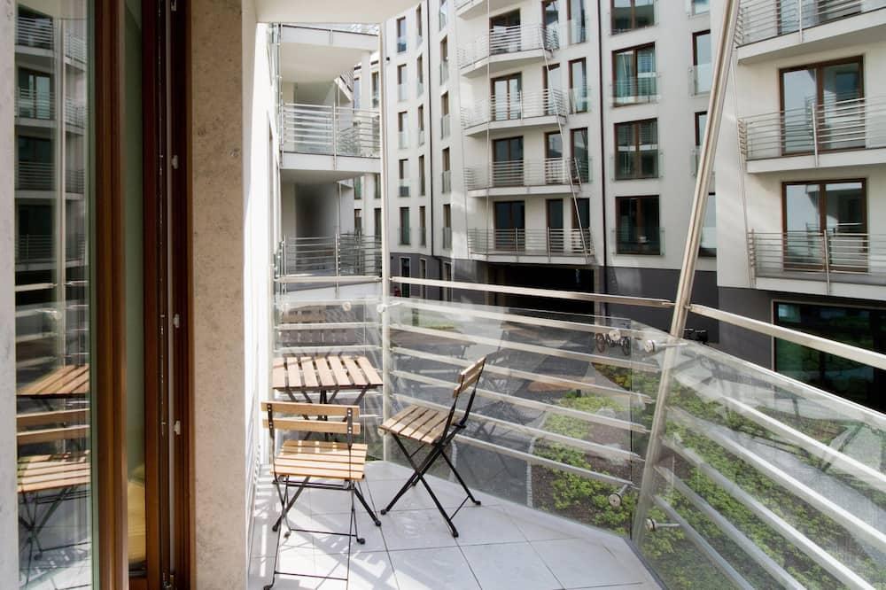 Prabangaus stiliaus apartamentai, 1 miegamasis, balkonas, vaizdas į sodą - Balkonas