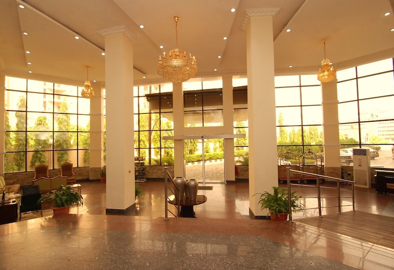 Stonehedge Hotel, Abuya, Entrada interior