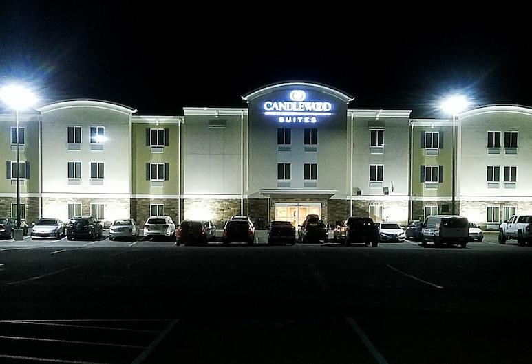 Candlewood Suites Morgantown-Univ West Virginia, Morgantown, Facciata hotel (sera/notte)