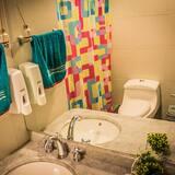 Shared Dormitory (8 People) - Bathroom