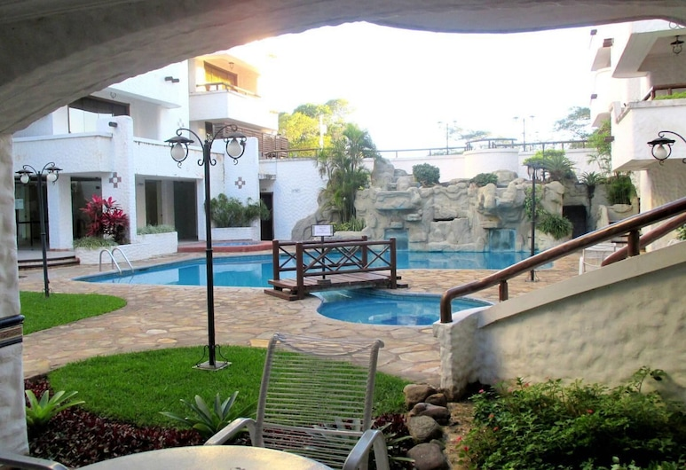 Santa Cruz Departamentos, Santa Cruz, Pool