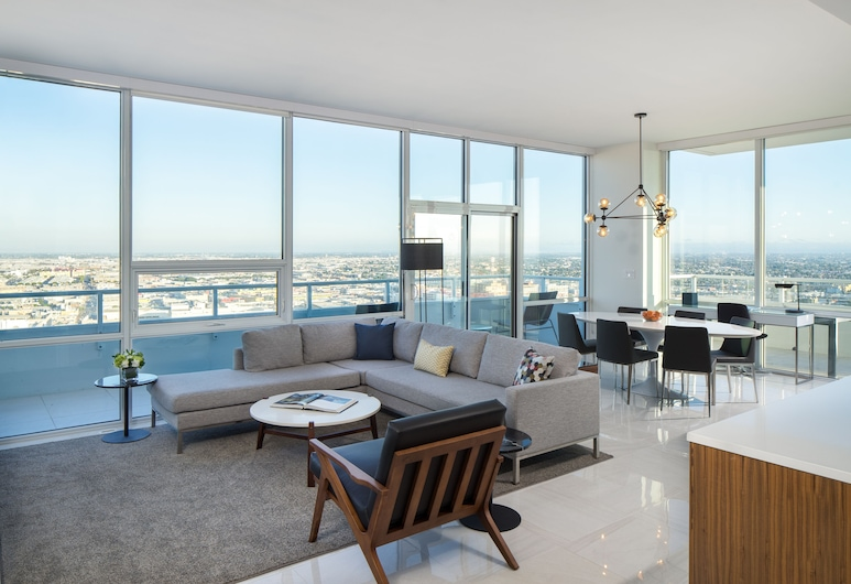 LEVEL Los Angeles Downtown - South Olive , Los Angeles, Three Bedroom Deluxe Suite, Living Room