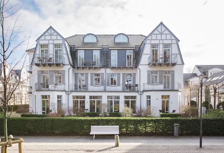 Aparthotel Villa am Konzertgarten, Kuehlungsborn, Front of property