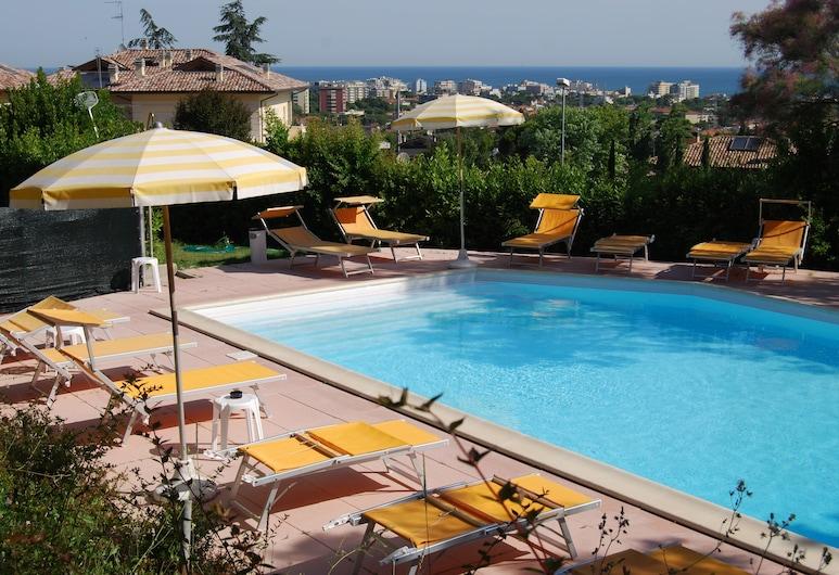 Residence Al Colle dei Pini, Riccione, Vonkajší bazén