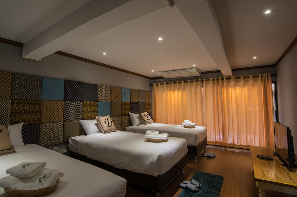 Superior Double or Twin Room, 3 Twin Beds - Guest Room