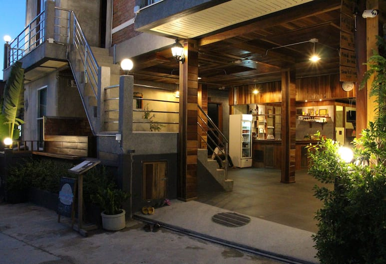 The Noi Guesthouse Koh Lipe, Satun, Hotel Entrance