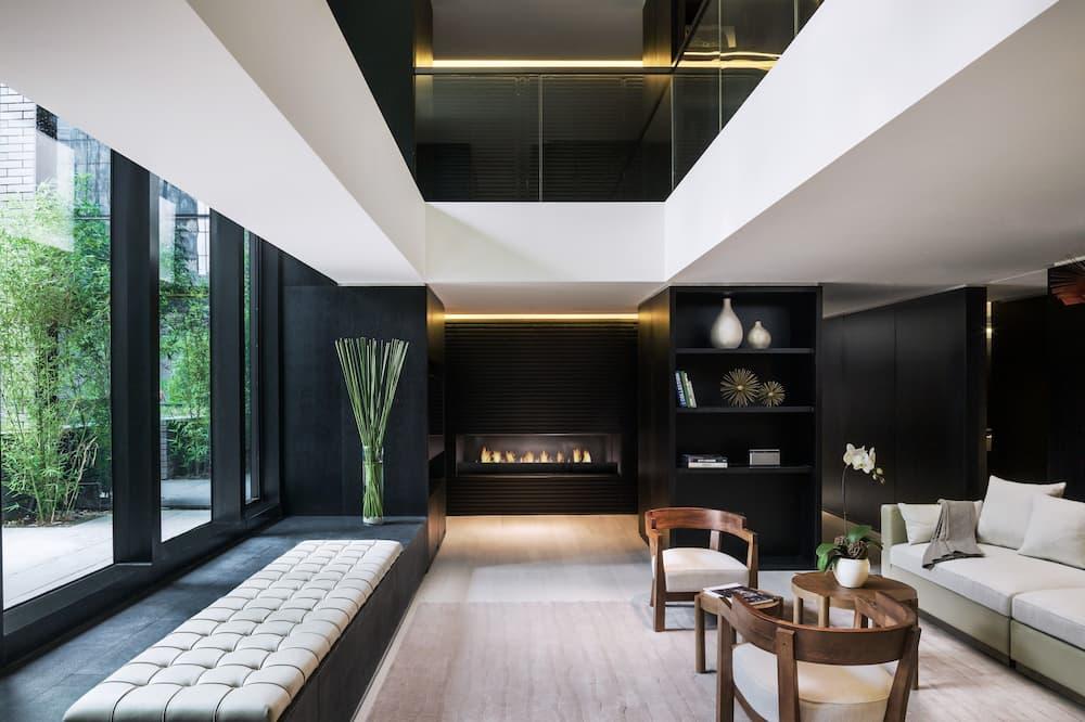 Deluxe Courtyard Suite - Living Area