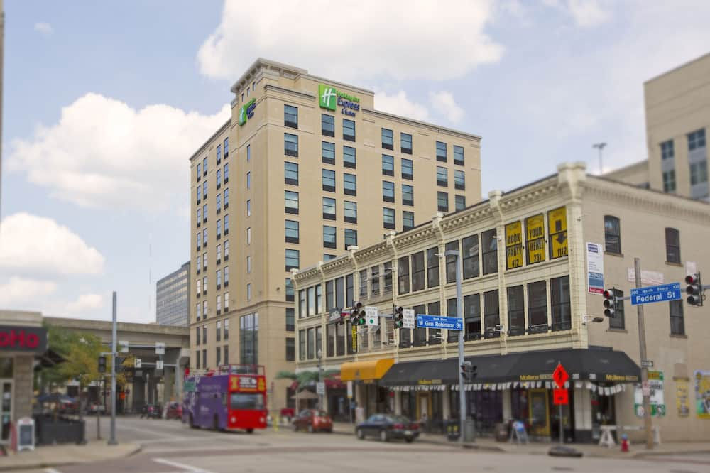 Holiday Inn Express & Suites Pittsburgh North Shore, an IHG Hotel