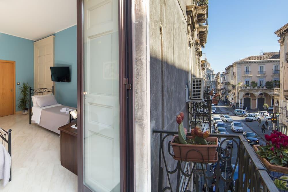 Panoramic Quadruple Room, City View - Balcony View