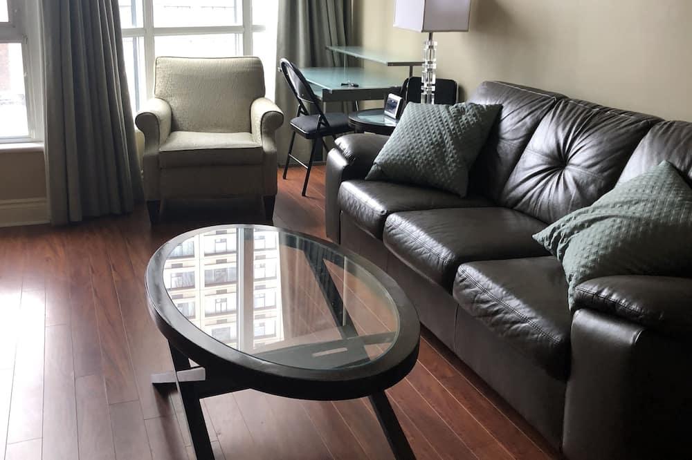 City Apartment, 2 Bedrooms, 2 Bathrooms + Den - Living Area