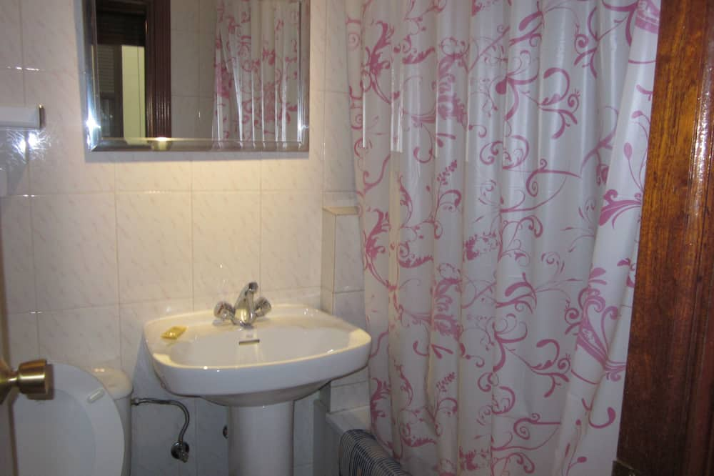Třílůžkový pokoj - Koupelna