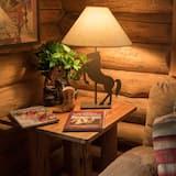 Cabin, Multiple Beds (Wrangler Log Cabin - Pet Friendly) - Living Area