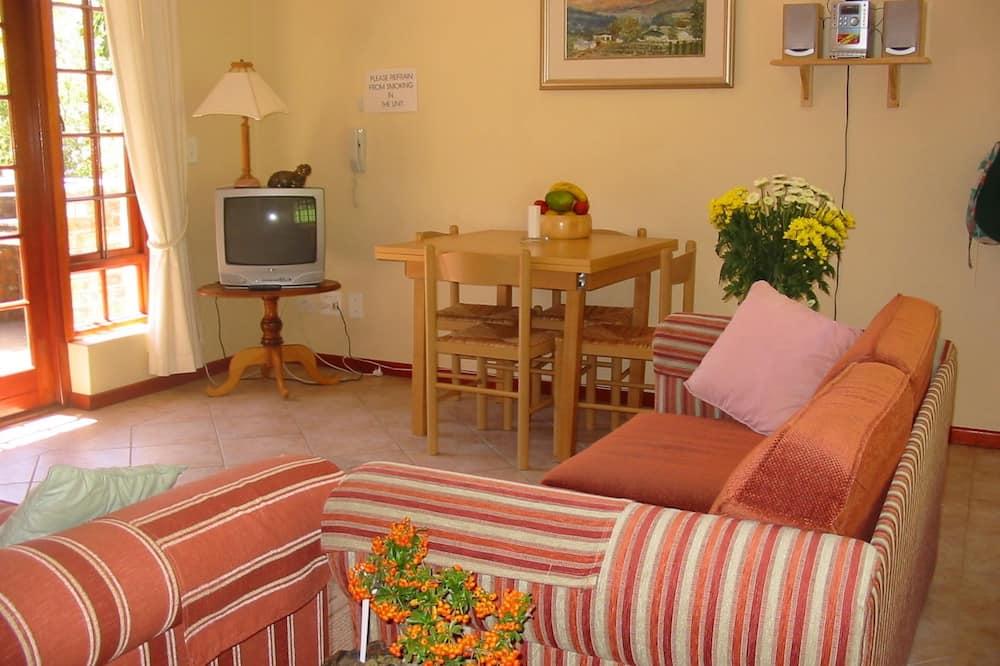 QUEEN 1 B/R , queen bed , shower, stove - Living Area