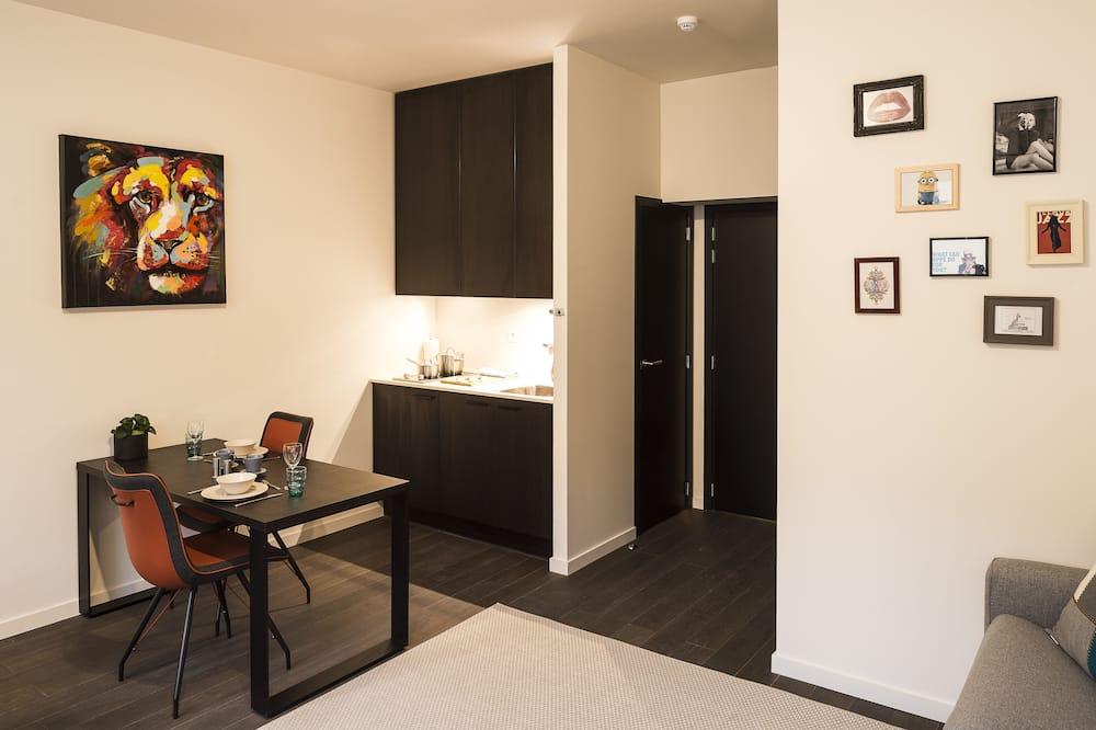 Deluxe Studio - In-Room Dining