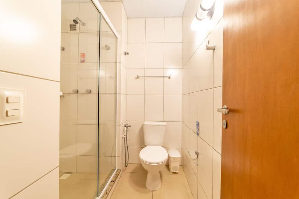 Standard Twin Room, 2 Queen Beds - Bathroom