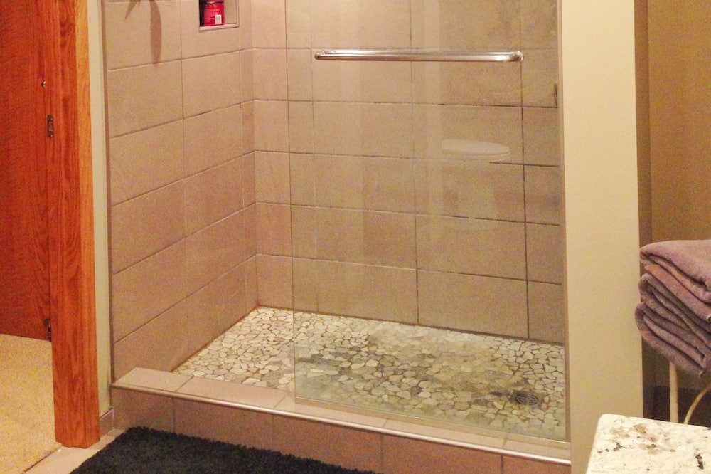 Σουίτα - Ντουζιέρα μπάνιου