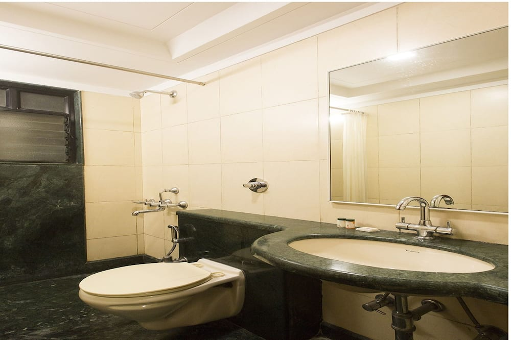 Standard Twin Room, 1 Bedroom, Private Bathroom - Bathroom