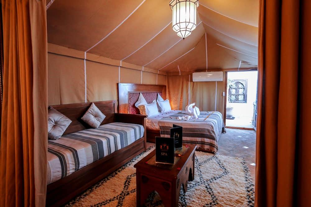 Палатка «Делюкс», 1 двуспальная кровать «Квин-сайз», для некурящих, вид на внутренний двор - Номер