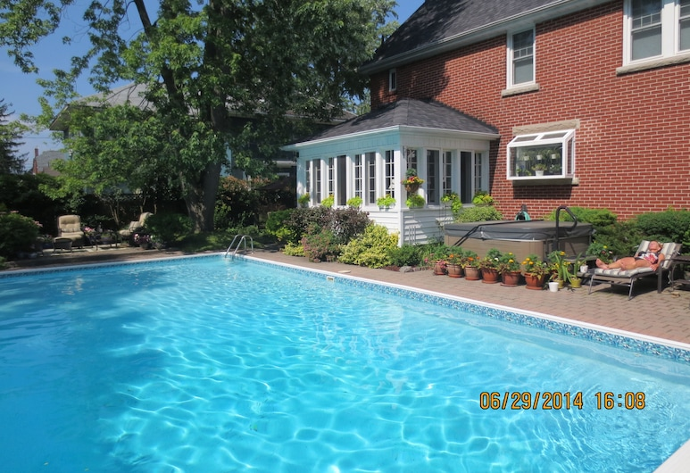 Robinsong Bed and Breakfast, Thorold, Outdoor Pool