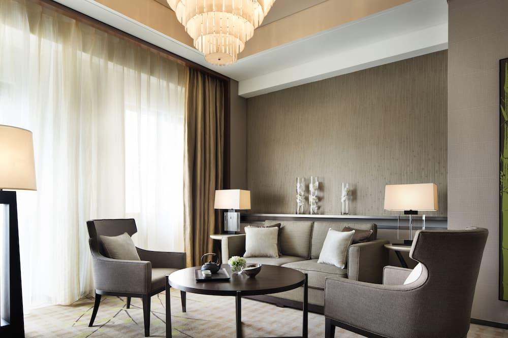Deluxe Suite, 1 Bedroom, Non Smoking, Resort View - Living Room