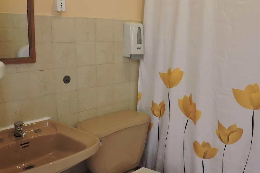 Sextuple Room with 3 bunk beds - Bathroom