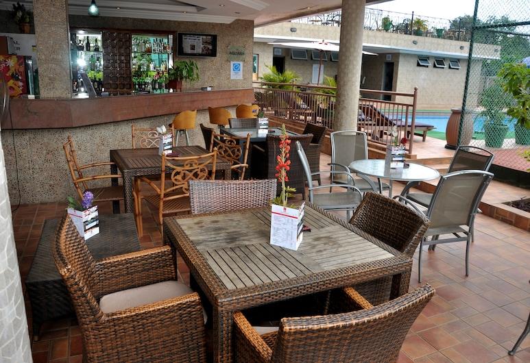 Chelsea Hotel - Central Area, Abuja, Bar en bord de piscine