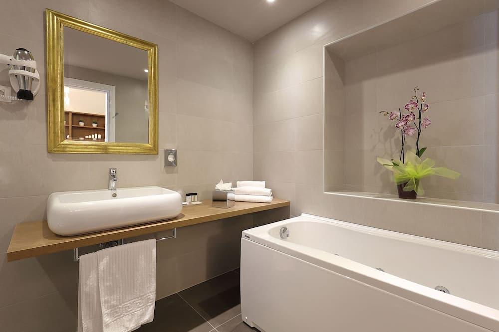 Suite, 1 Double Bed, City View - Bathroom