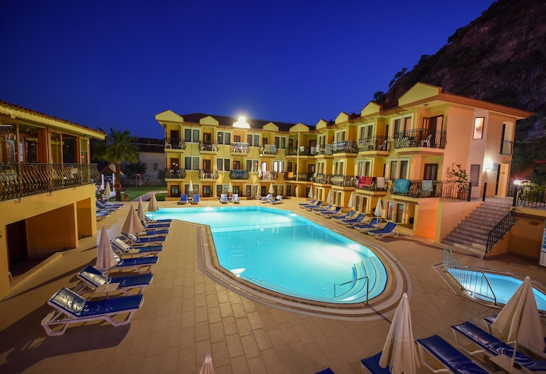 Belcehan Beach Hotel, Fethiye, Voorkant hotel - avond/nacht